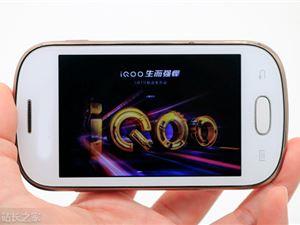 3月1日发 iQOO新机正面照曝光:采用水滴屏形态