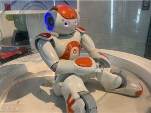 微信开放硬件框架 首款运行微信小程序的机器人面世
