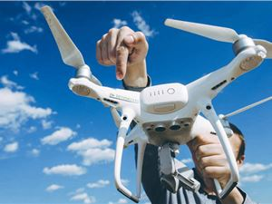 无人机 快递 首个无人机快递服务商用