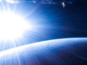 小米10 Pro太空拍下特别一幕:太阳冉冉升起 地球昼夜交替